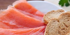 Sis idees refrescants amb salmó per a l'estiu